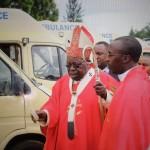 Segnung der Fahrzeuge durch den Erzbischof